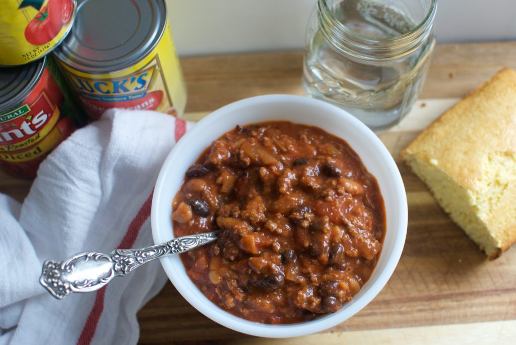 Add this easy chili recipe to your meal plan. Five ingredients and 30 minutes, and you have a great dinner recipe!