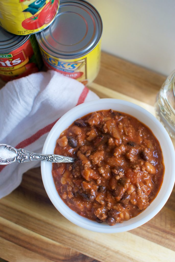 This quick and easy chili recipe will have dinner on the table in less than 30 minutes. Using simple pantry staples, with five ingredients you'll have a pot full of chili in no time.