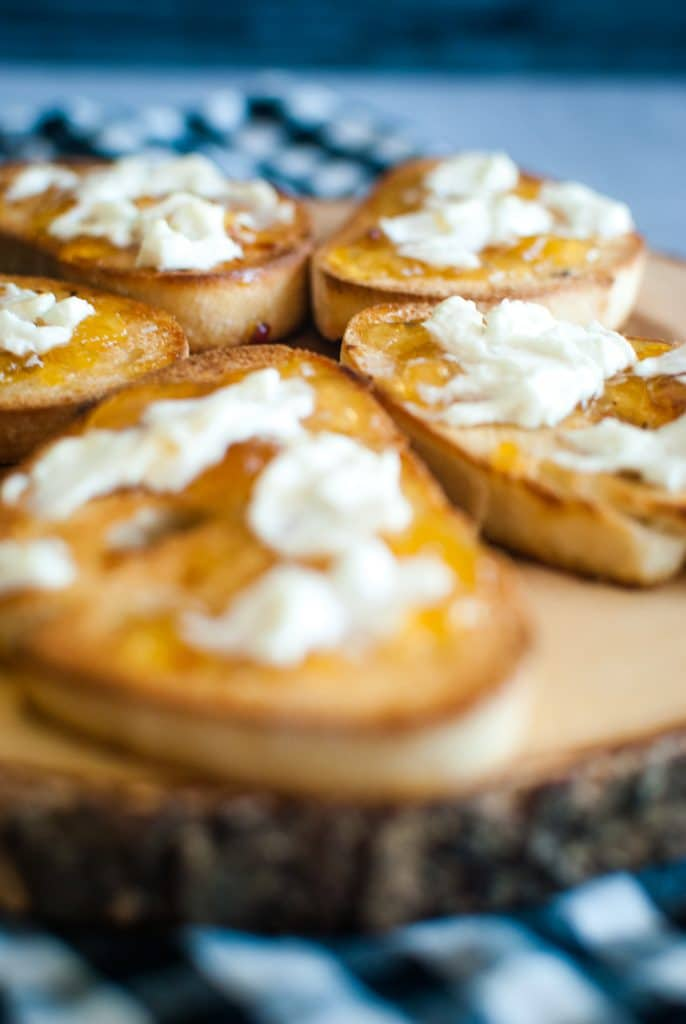goat cheese toast with pepper jelly recipe