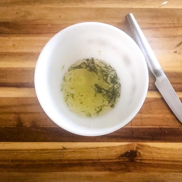 lemon juice with garlic and dill