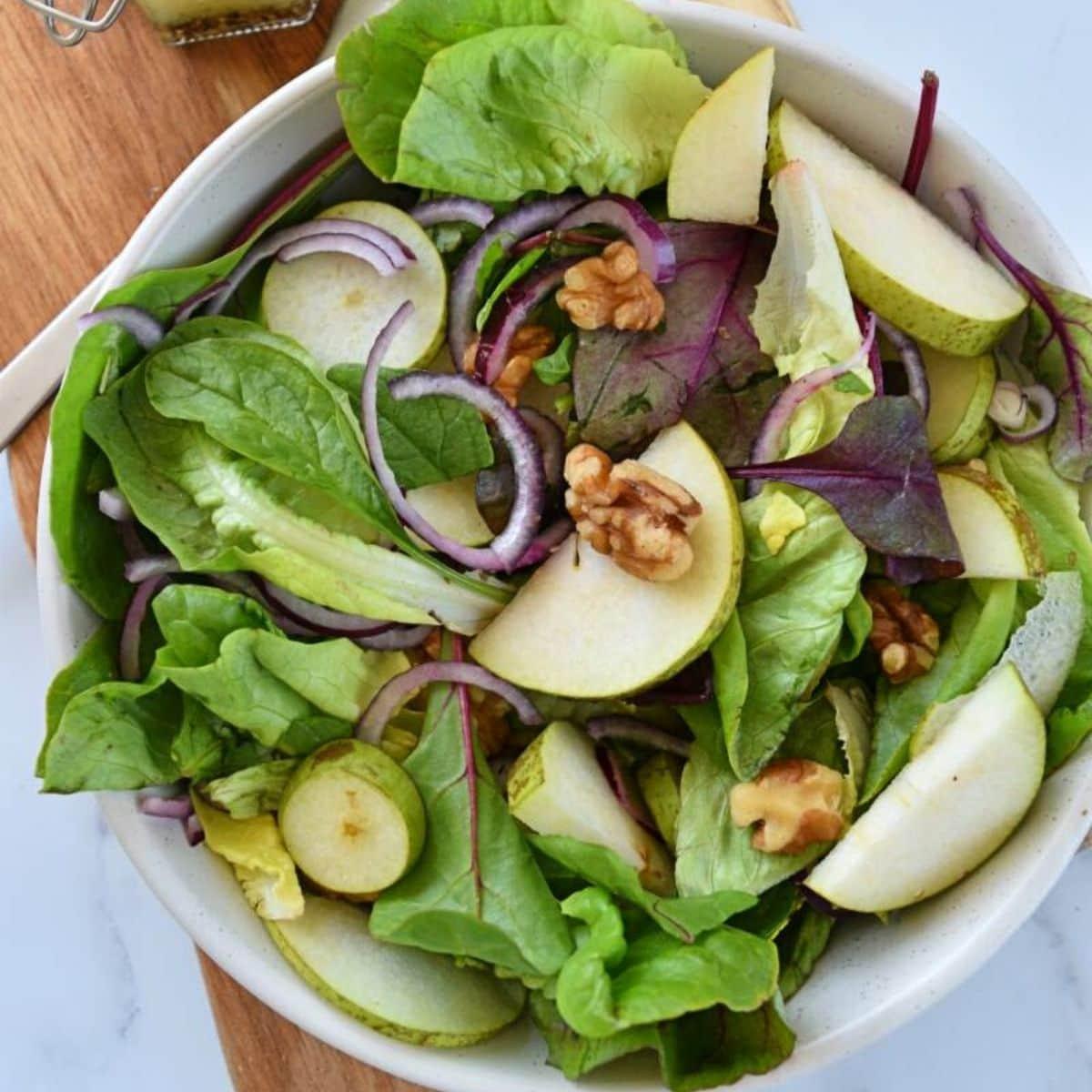 Easy Pear and Walnut Salad