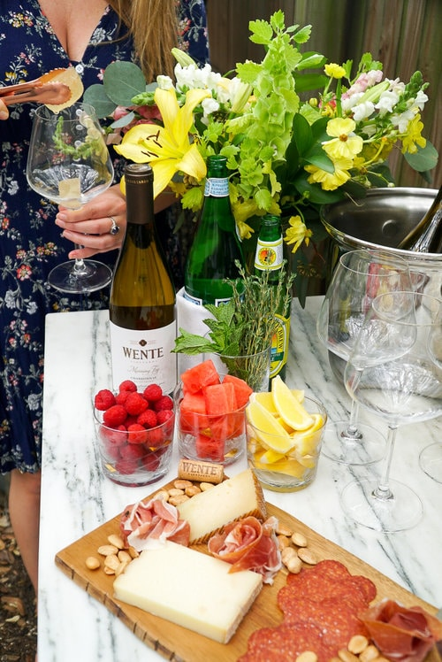 Setting Up the Perfect White Wine Spritzer Bar